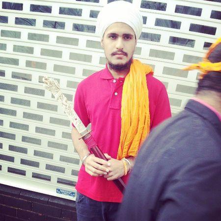 vaisakhi 2013 314 Khalsa Birthday Nagarkirtan  sangat sewa walk singhs sword red samurai hajooria orange white dastaar