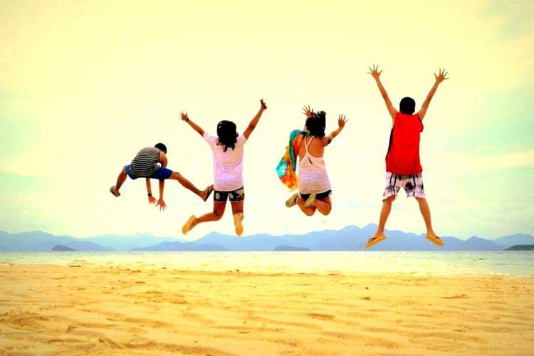 Good ol days. Beach Friendship Goals Friends Throwback Late Upload Adventure Vacation Good Days