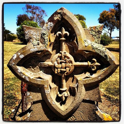 #celtic #cross #inlovingmemory #sunshine #myhometown #bellarine Sunshine Cross Celtic Myhometown Bellarine Fleur_de_lis Inlovingmemory