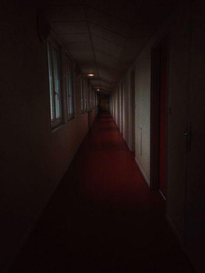Couloir Peur Noir Sombre Appartement Residence Vire Portes Immeuble Perspective Stéréoscopie