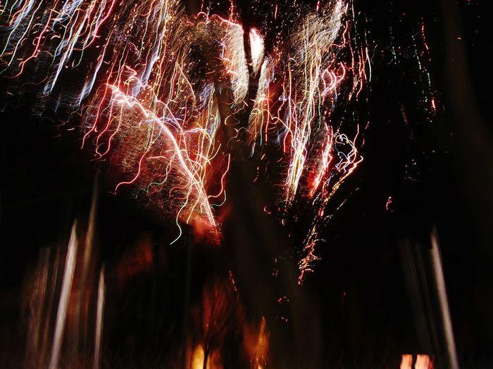 Cuando un arbol en septiembre quiere que parezca navidad Night Celebration Firework Display Exploding Illuminated Mexico Juegos Artificiales