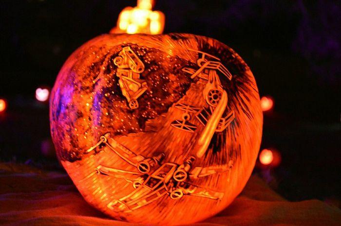 X wing vs TIE fighter pumpkin @ Rise of the jack o lanterns Xwing Tiefighter Starwars Pumpkin