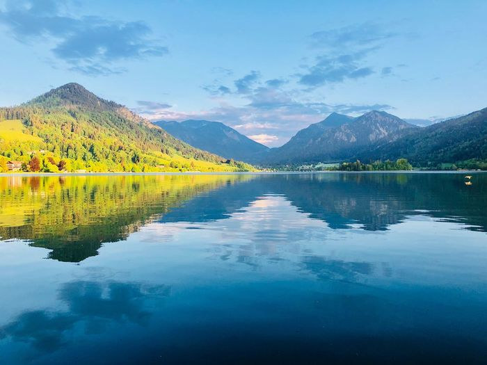 Bayern Natur Landschaft Spiegelung Berge See Wasser Water Reflection Scenics - Nature Mountain Beauty In Nature Sky Lake Tranquility Remote Day Idyllic Waterfront Mountain Range Plant Cloud - Sky Tree Tranquil Scene Nature No People Outdoors Reflection Lake Symmetry Plant