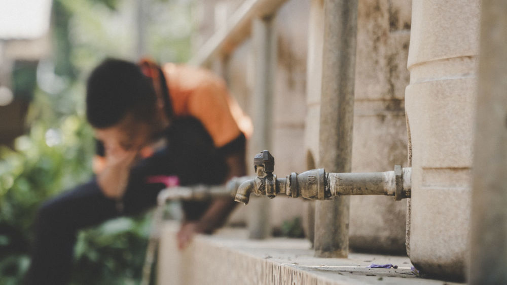 Clean Water Beautiful HUNGRY!!! Hungry Hungry Yet? Hungry! Hungry? Building Exterior Clean Water Clean Water Close-up Day Focus On Foreground Men One Person Outdoors People Pipe - Tube Real People Spraying Water Water Pipe Water_collection Young Adult