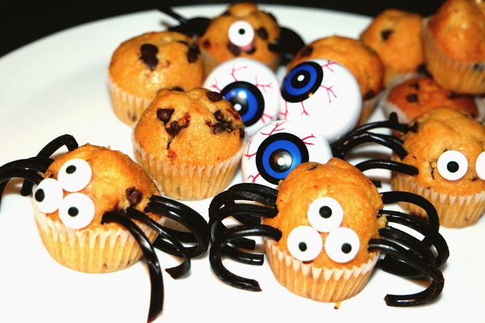 Augapfel Cupcake Dekoration Essen Feiern Gebäck Halloween Imbiss Kochen Köstlich Lecker Party Spinne Auge Augen Süss ANGST Lakritz Muffins Candy Dekoration Herbst Spaß Cookies Kinder Dessert Nachspeise Monster EyeEm Selects Food