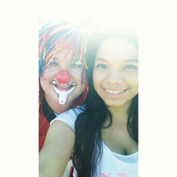 Taking Photos Clown Payaso Mayinychilindrin