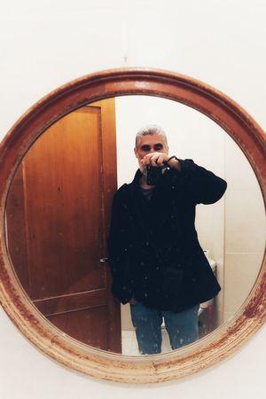El espejo1. Canonphotography Canong7xmarkii Autoportraitrretro Potraitphotography Autoportrait Men Beard Self Portrait Self Portrait Photography Mobile Phone Selfie