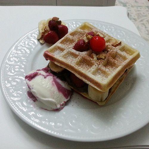 Waffle Ilkdeneme Nutella Icecream madebyme homemade wafflecımerve :)