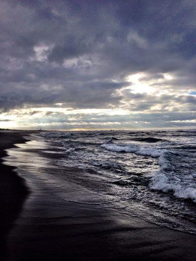 おはよう〜ございます(^^) くもり〜 Beach