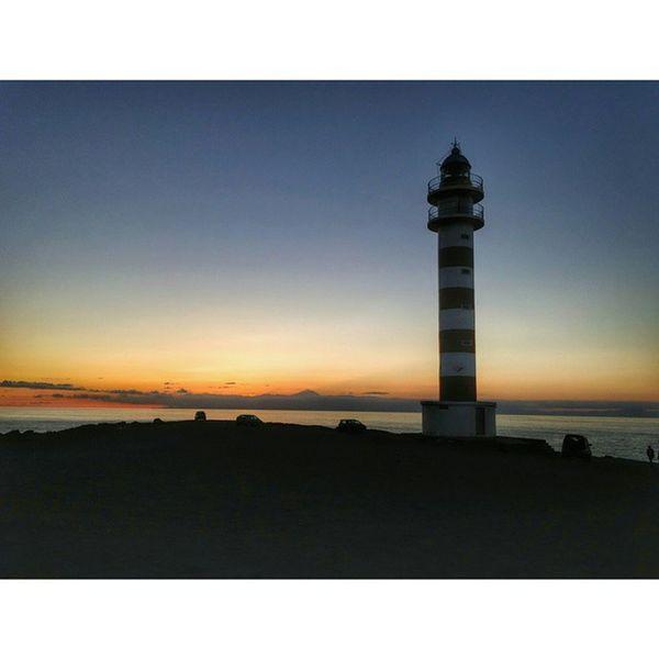 Pronto el sol dejará paso a la luz del Faro Gáldar Lighthouse Atardecer