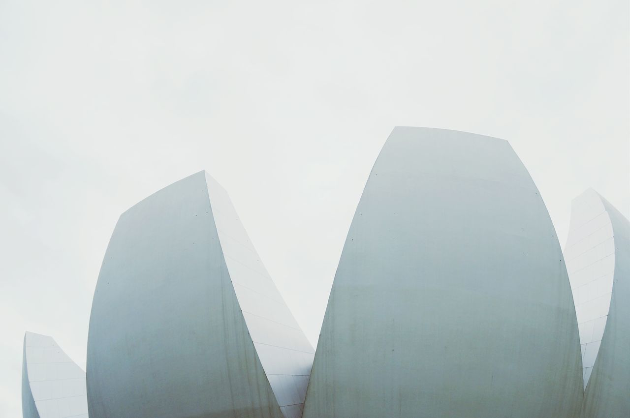 CLOSE-UP OF MODERN BUILDING AGAINST SKY