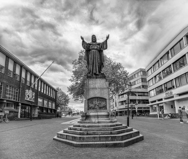 Statue against sky