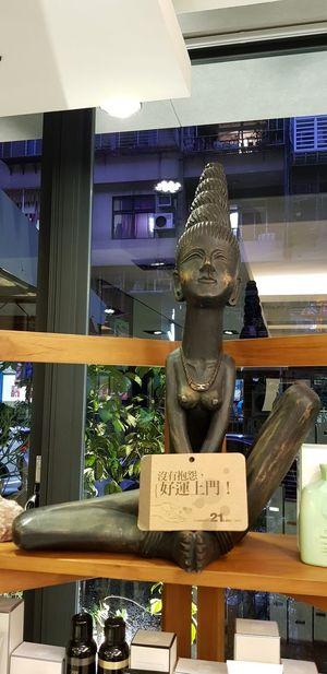 Statue Store Retail
