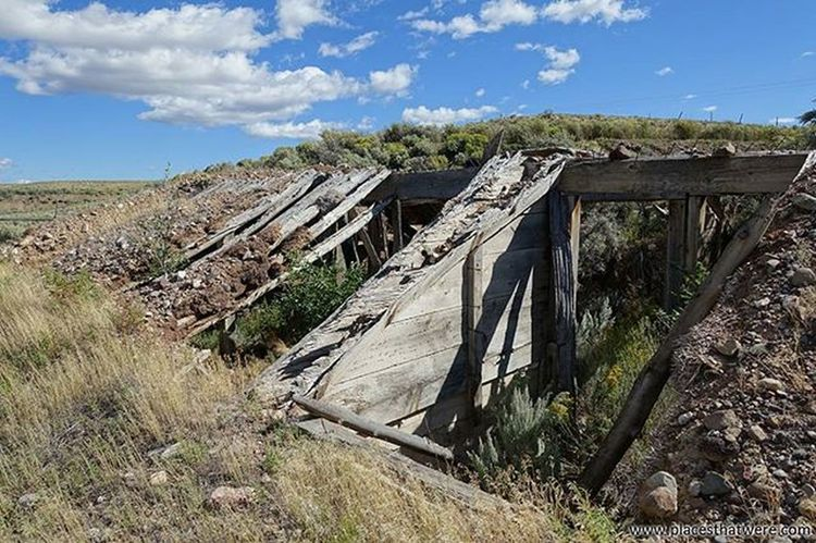 Hillside Full article here: http://www.placesthatwere.com/2016/05/abandoned-places-in-antimony-and.html Abandoned Abandonedplaces Ghosttowns Utah AbandonedplacesinUtah Abandonedutah Antimony Antimonyutah Junction Juctionutah Utahghosttowns
