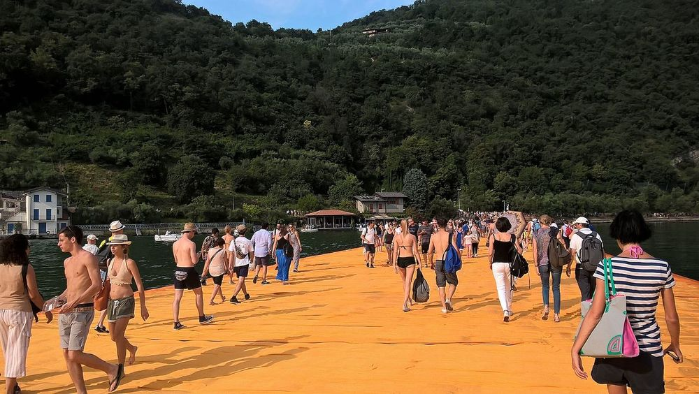 Adventure Casual Clothing Crowd Day Floating Piers Group Of People Landscape Large Group Of People Leisure Activity Lifestyles Men Mixed Age Range Mountain Mountain Range Nature Non-urban Scene Outdoors People Person Sky Tourism Tourist Travel Destinations Tree Vacations