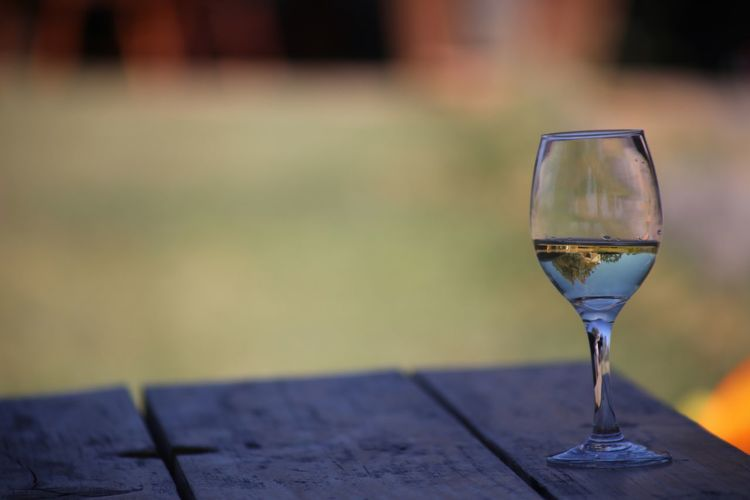 White Vine EyeEm Selects Wineglass Wine Alcohol Table Focus On Foreground Drinking Glass Drink Freshness Refreshment