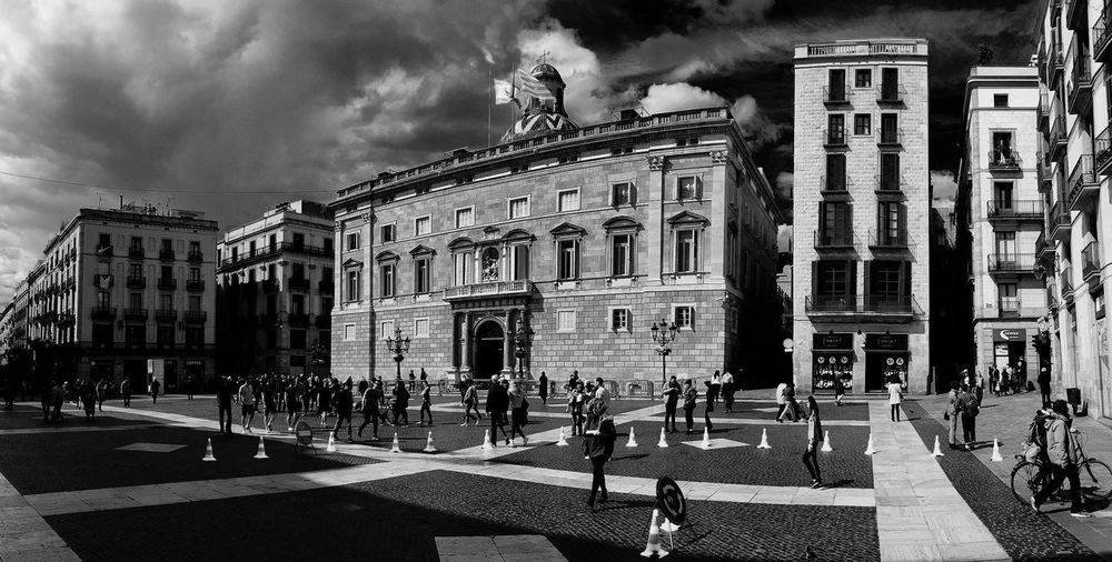 Plaça St Jaume Architecture Blackandwhite Travel Destinations Travel Hanging Out monochrome photography Tour-thecity.com Built Structure Large Group Of People Real People Outdoors