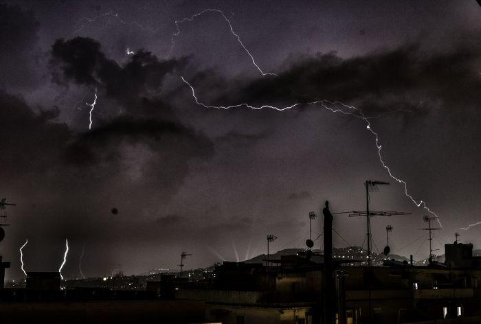 Rayos y retruecanos Sky Illuminated Night Cloud City Cloud - Sky Storm Cloud Dramatic Sky Cloudy Beauty In Nature Cloudscape RAYOS Truenos Thunder Storm Relámpagos Rayo Trueno Thunder