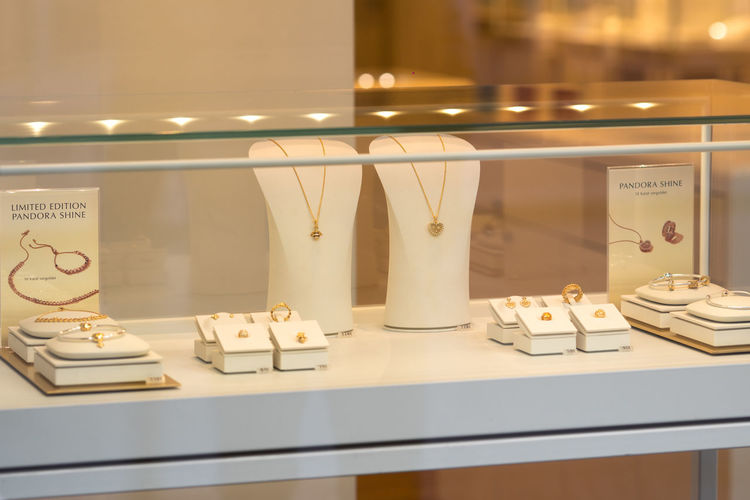 Pandora store window display. Pandora is a Danish jewelry manufacturer and retailer known for its customizable charm bracelets, designer rings, necklaces and watch Fashion Jewels Pandora Bracelet  Pandora ❤ For Sale Jewel Jewelery Jeweller Jewellery Jewellery💎 Jewelry Jewelry Store Large Group Of Objects No People Pandora Pandora Charms Pandoracharms Retail Display