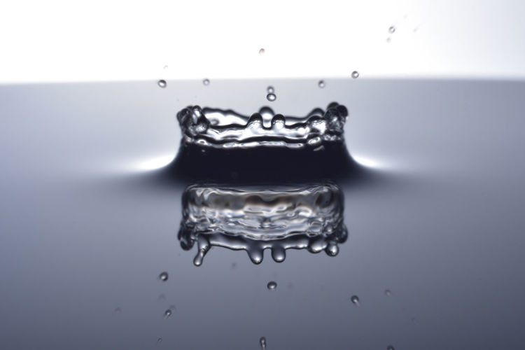 Close-up Drop Freshness High-speed Photography Liquid Motion Nature No People Purity Refreshment Splashing Splashing Droplet Studio Shot Water White Background 下降 單色 水滴 灑下 皇冠灯 背景 靜 面 頂