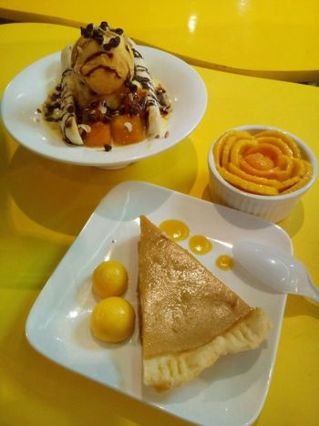 Mango Mania's Mango Pie, Mango Float and Mango Banana... Foodporn CDO