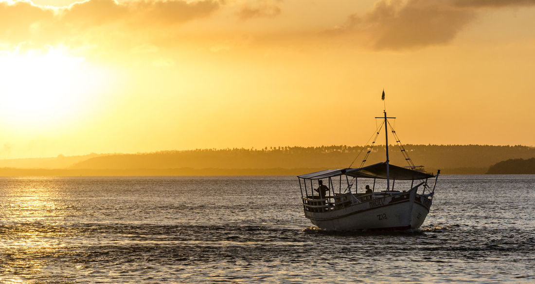 Silhouette Outdoors Sunlight Horizon Over Water Sky Nature Beauty In Nature Beach Ship No People Sunset