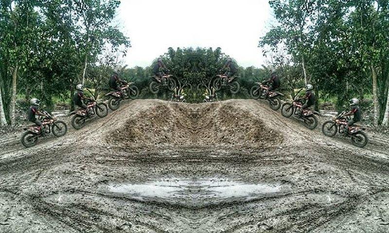 Another sequential shot of Dirt bike Dirtbike Mx  Cross Grasstrack Klx Kx150 Kx250 Klx150 Klx250 Extremeinaofficial HTC Htcone HTCOneM7 Sequence Sequential Sequenceshot Phoneedit Multipleexposure Gadgetgrapher_riau Gadgetgrapher Igdumai Seputardumai Jelajahdumai Exploredumai Exploreriau dumai riau dumaiextreme dumaioffroad motocross