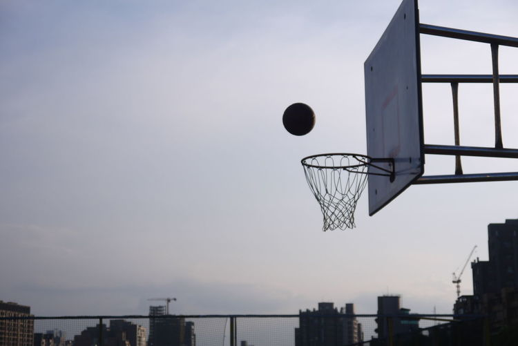 進球 Round Afternoon Basketball Basketball Hoop Beautiful In The Air Life Light Moving Shoot Action Ball Basket Basketball - Sport Building City Citylife Flying Goal Movement Net Nice Shot Shadow Sky Summer Sports #urbanana: The Urban Playground