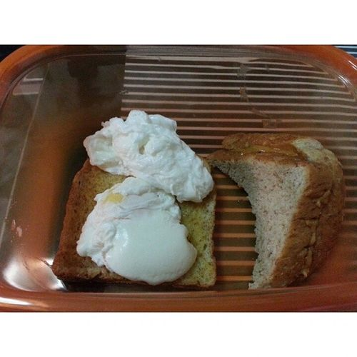Made breakfast for ♥. Poached eggs with microwaved butter bread + peanut butter bread. YumYum Breakfastmadewithlove Hehee Breadandeggs loves friday beenlongsinceimadesmth