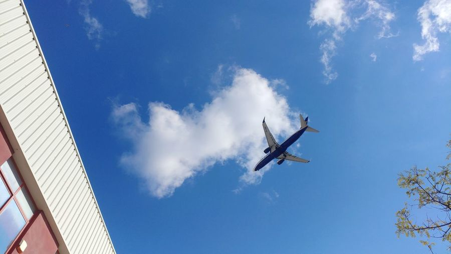 bye bye Plane Traveling Landing RISK Flying Sky Low Angle View Day Mid-air Blue