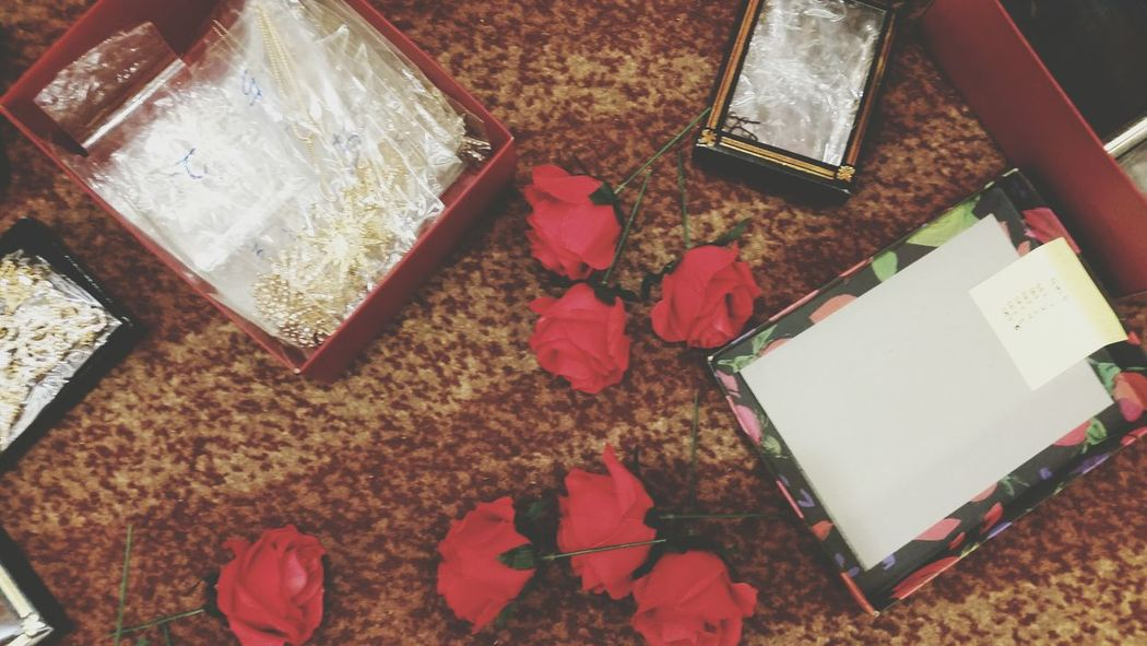 Accessories Roses Red Open Edit