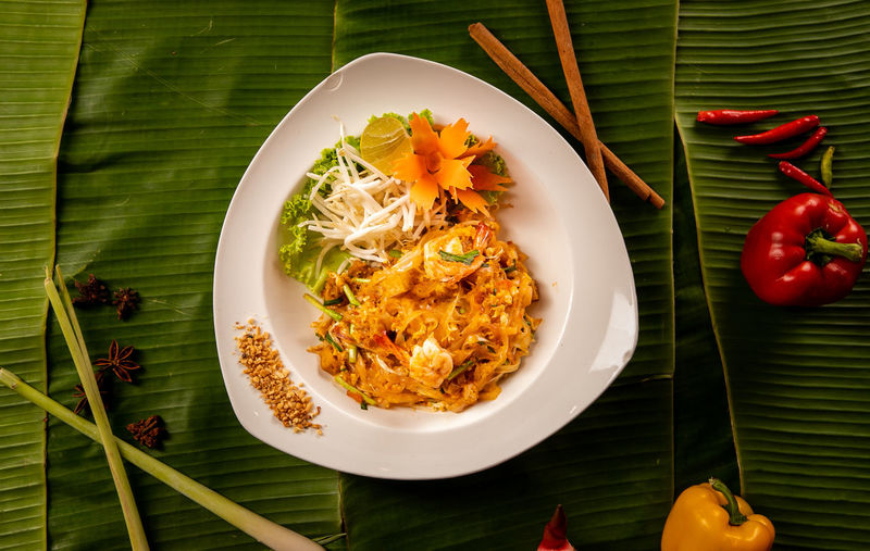 Pad thai with