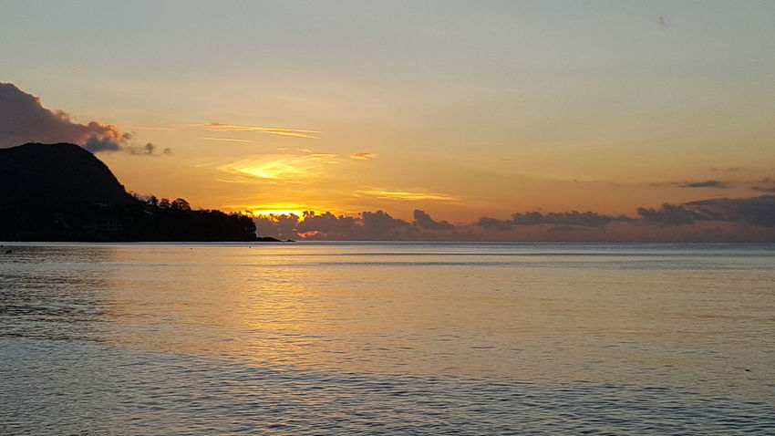 Sunset Scenics Water Beauty In Nature Waterfront Majestic Nature Orange Color Outdoors Atmosphere Sea Travelphotography Travel Traveling Travel Photography Travel Destinations Silhouette Horizon Over Water Seychellen Mahé Seychelles Ocean Tourist Tourism