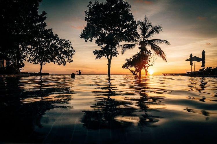 We haz a Beautiful Sunset here in koh chang. The Explorer - 2014 EyeEm Awards Love it here! EyeEm Best Shots VSCO sunset #sun #clouds #skylovers #sky #nature #beautifulinnature naturalbeauty photography landscape
