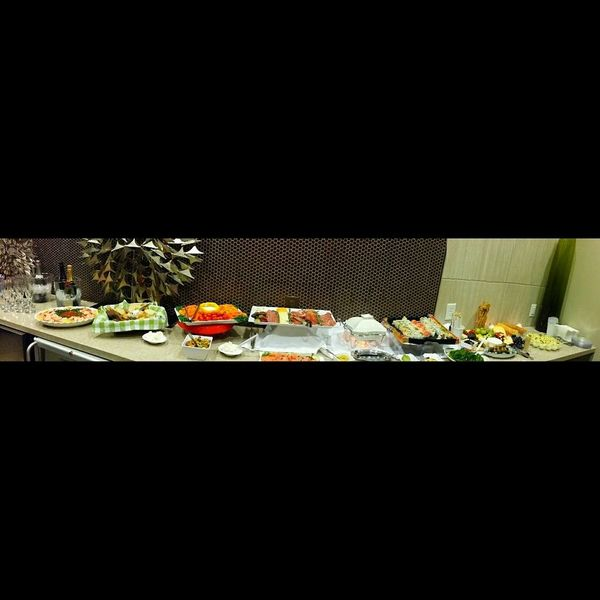 Party....Ddcatering Enjoing A Meal