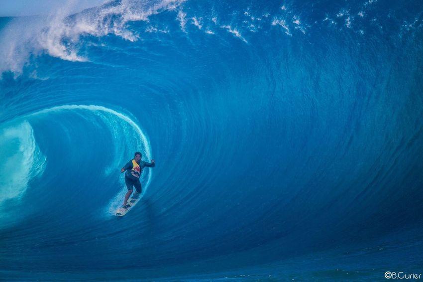 Raimana van bastolaer Teahupoo Waves