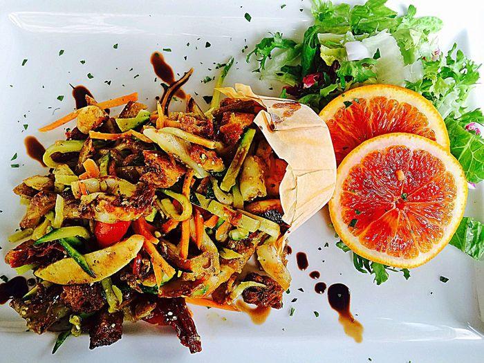 Enjoying A Meal 😋🍃🐙