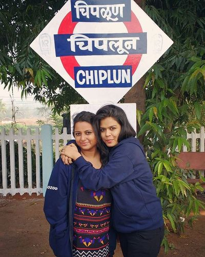 When we finally had d Guts to get down the Train just for d sake of a Pic Earlymorning  @ Chiplun Goadiaries2015