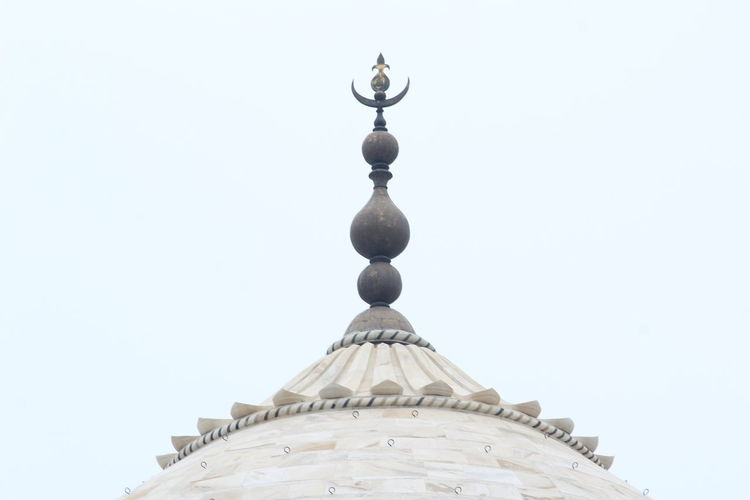 Nariyal Kalash on the top of the Taj Mahal !! Taj Mahal Architecture Belief Building Building Exterior Built Structure Clear Sky Copy Space Day Dome High Section History Low Angle View Nature No People Ornate Outdoors Place Of Worship Religion Sky Spire  Spirituality Taj Mahal Top The Past