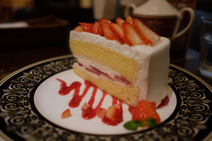 Fujifilm X-E2 Cafe Cafe Time Cake Close-up Dessert Food Food And Drink Fujifilm Fujifilm_xseries Plate Ready-to-eat Serving Size Strawberries Strawberry Sweet Food Table Temptation Unhealthy Eating X-t2 いちご カフェ カフェラミル ケーキ 喫茶店