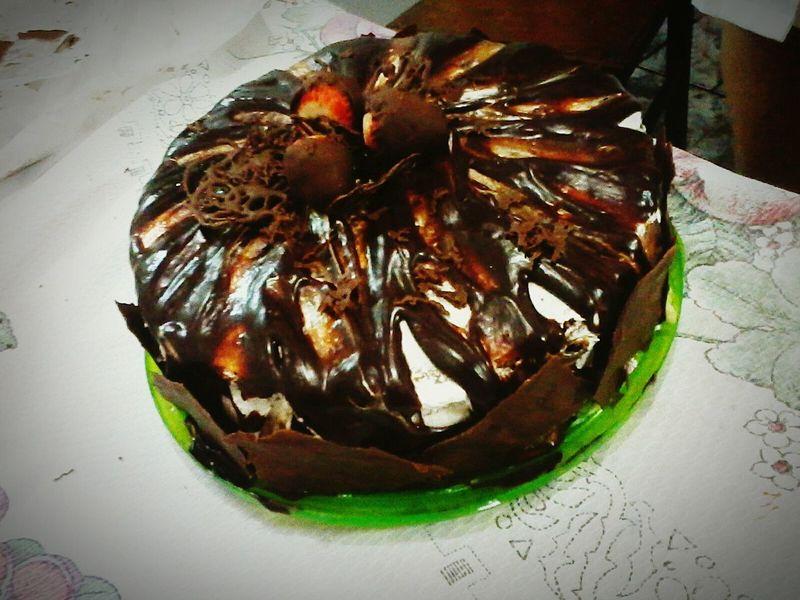Por um mundo mais doce Bolo Chocolate Morangos Delicia Doces Tentações Beautiful Visual Feast