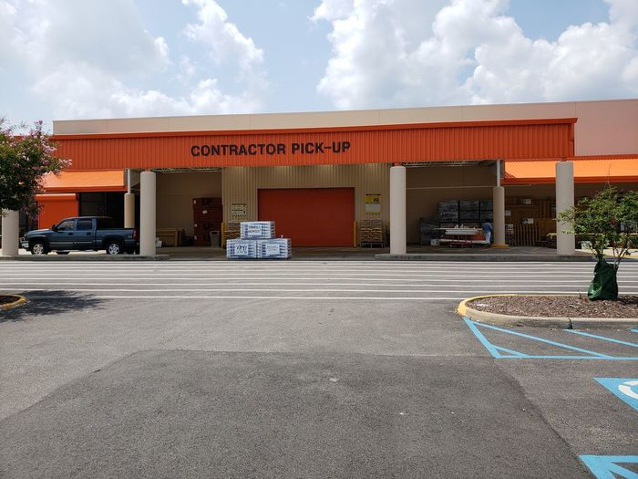 contractor pick up Eyeemmarket Eyeem Market Editorial  Editorial Photography On Market Construction Lowes Empty Drive Through Line Store Business Finance And Industry Old-fashioned Architecture Building Exterior