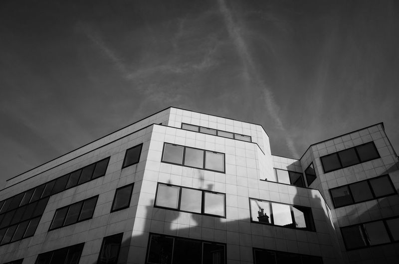 Un moment. Architecture Architecture Architecture_collection Building Exterior Built Structure Day No People Paris Paris Architecture* Paris Black And White Paris Geometry Paris Streets Street Photography Urban Black&White Urban Geometry Urban Landscape
