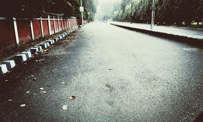 Lonelyroads Takingwalkinthemorning Earlymorning  Eye4photography  Winter Instaclik♡♡♡☆☆☆☆♥ Instamoment Instagood Taking Photos FeelingCool Hello World Feeling Good Mobilephotography Eyemdaily Feelingcold