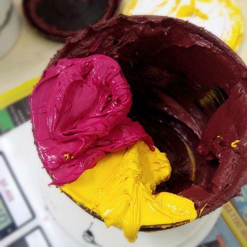 Si mescolano i colori. #chiaralascura #vegan #tshirt #colors #screenprinting #phtalatesfree #senzaftalati #serigrafia Colors Vegan Tshirt Serigrafia Screenprinting Chiaralascura Phtalatesfree Senzaftalati