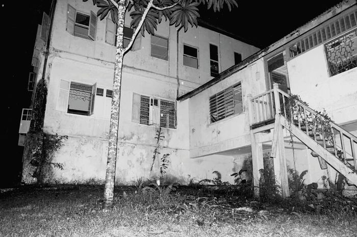 Well. Who says haunted house cannot be beautiful? Haunted Haunted House Blackandwhite Spooky Ghostbusters Ghost Hunting Beautiful Black And White