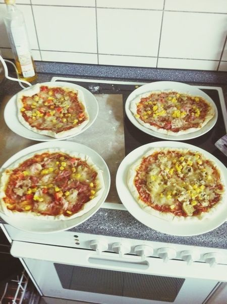 Homemade Pizza Pizza Making Heute gibt es Pizza selbstgemacht.