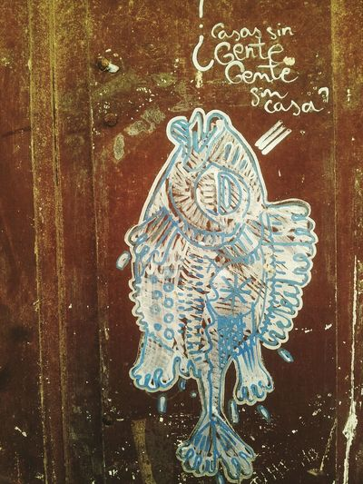 """¿Casas sin gente, gente sin casas?"" - ""Houses without people, people without houses?"" Fish FishObservant PEZ PezObservador Grafitty Grafiti Art Graffitiart Wall Santiago De Compostela Galicia Samsung Galaxy S II  Mobile Photography Streetphotography Fotografia De Rua"