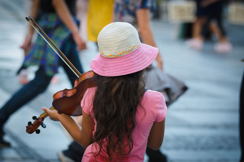 Violinist in the street Day Girls Music Musician Outdoors Performance Playing Real People Violinist Women