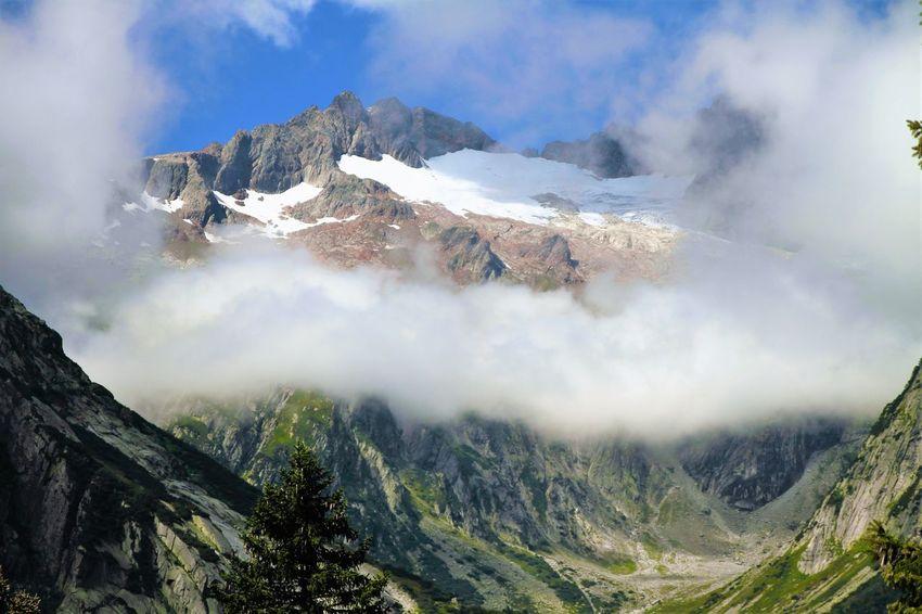 treu the clouds we see the Rhône Gletscher Landscape Mountain Nature Rhone Gletsh Rough Valley